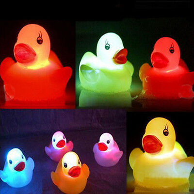 1X Baby Kids Bath Toy Multi Color Changing Yellow Duck Flashing LED Lamp Light