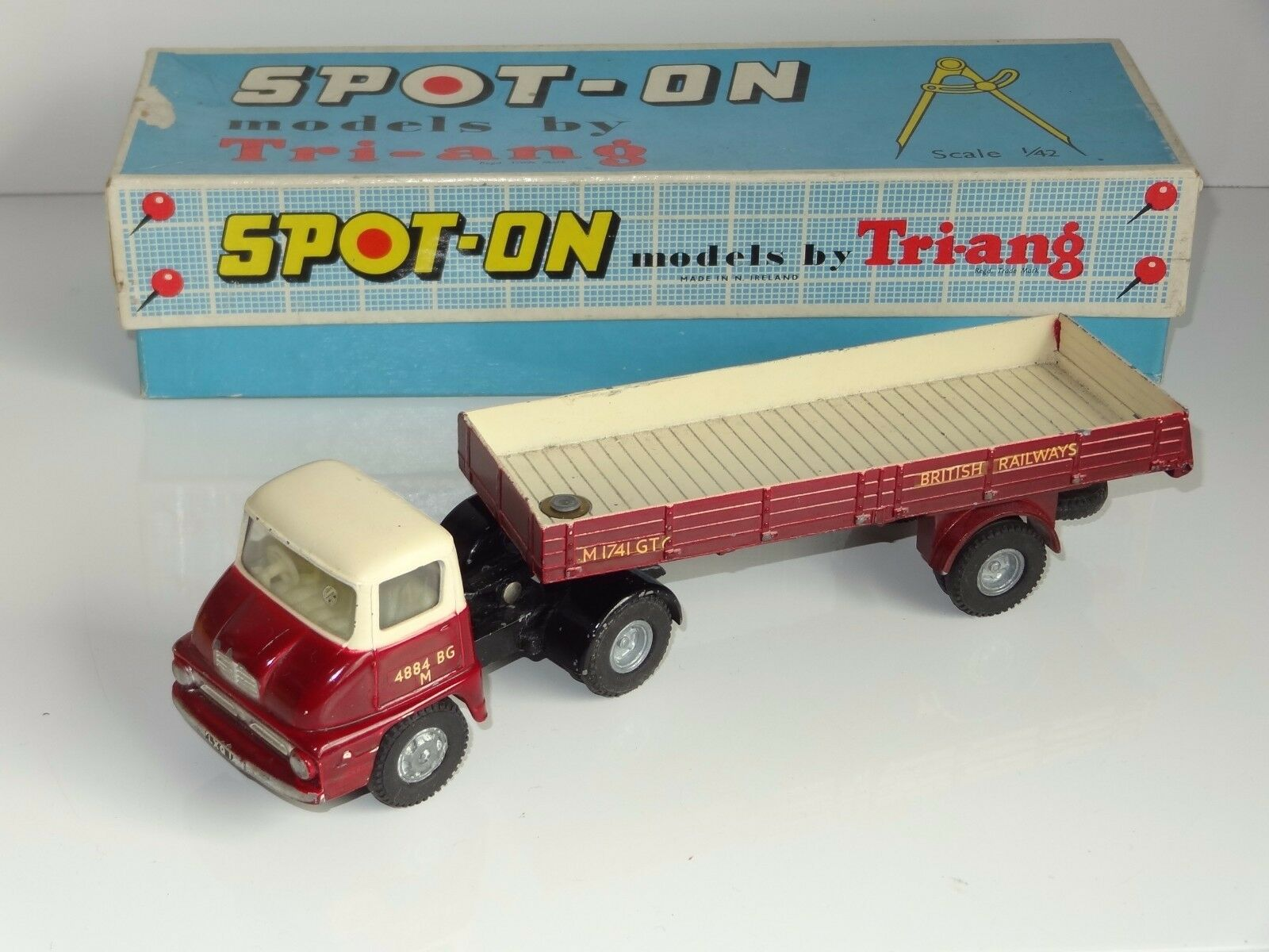 (A) triang spot on THAMES TRADER BRITISH RAILWAYS - 111 a1