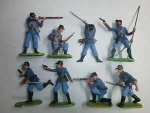 Konvolut-8-alte-Elastolin-Kunststoff-Soldaten-zu-7-5cm-Italiener-kaempfend