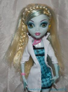 Other Dolls 2009 Monster High Deboxed Mad Science Lagoona Blue Doll W/second Outfit & Frog