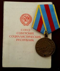 Russian-Medal-039-For-the-Liberation-of-Warsaw-039-with-Original-Document-1947