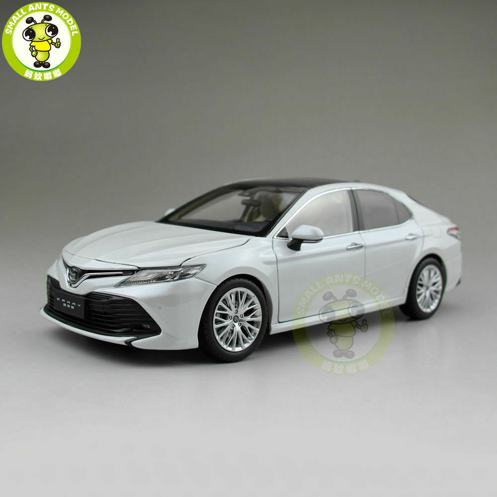 1 18 Toyota New Camry 2018 8th generation Diecast Car Model Toys for kids White