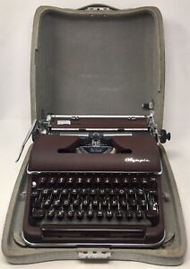1957 Vintage Olympia SM-3 DeLuxe Burgundy Portable Manual Typewriter w/Case