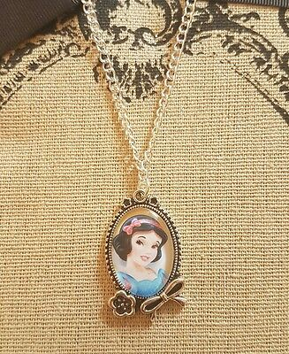 Blancanieves Cameo Collar hecho a mano lindo regalo de Disney Princess Rojo Moño Flor