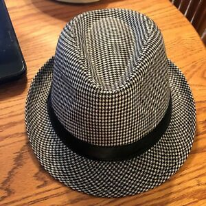 ac8176fc3 Details about NEW MENS WHITE & BLACK W/ SILVER ACCENTS CHRISTMAS THEMED  FEDORA HAT !