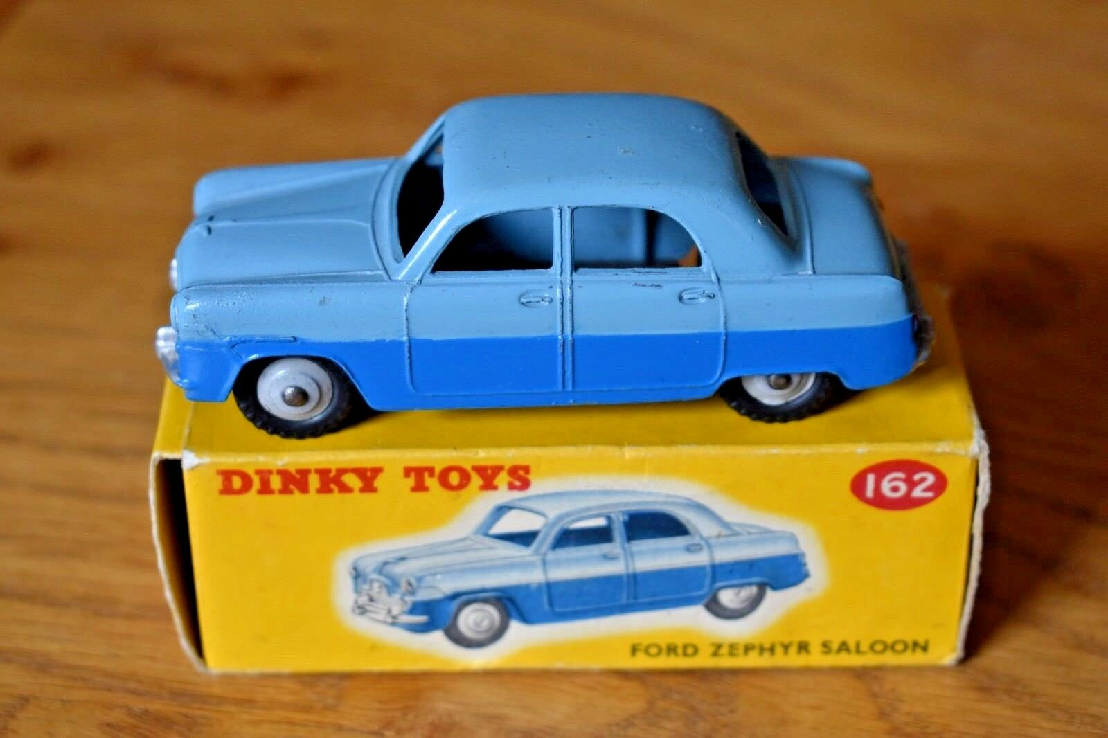 Dinky Toys; 162; A.C. Ford Zephyr Saloon; Original Box Colour Coded