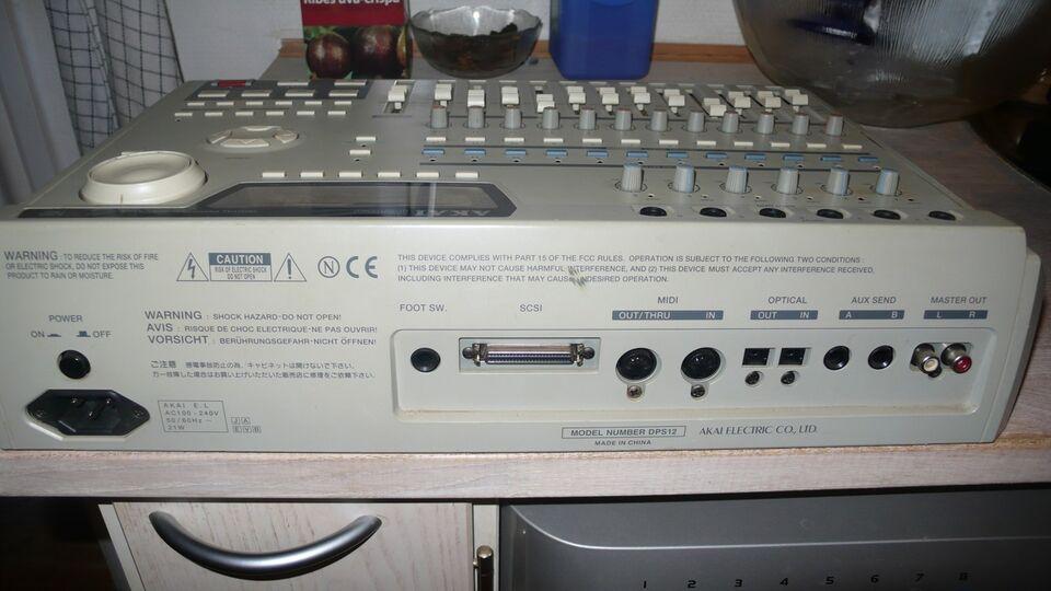 Digital Multitrack-studio, Akai DPS-12
