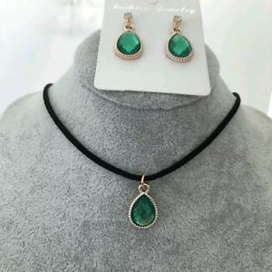 Oro y cristal collar y pendiente conjunto en Verde ** ** Vendedor Reino Unido Boda Dama De Honor