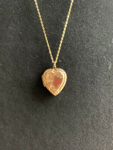ANTIQUE ENGLISH 9C GOLD BK & F HEART SHAPED PHOTO
