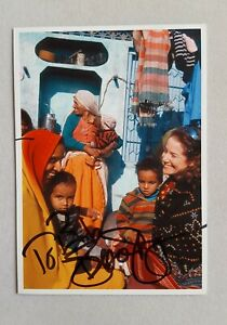 hand-signed-Debra-Winger-postcard-autographed-4-x-5-3-4-authentic-Sightsavers