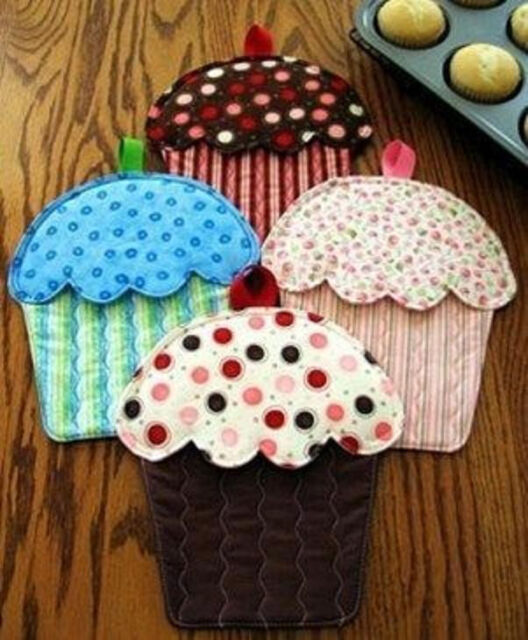 HOT CAKES Cupcake Oven Mitts Potholder Pattern Susie C Shore Designs