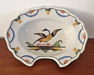 FAIENCE-DE-NEVERS-XVIII-eme-PLAT-A-BARBE-Decor-a-l-oiseau-poids-1-080-kg
