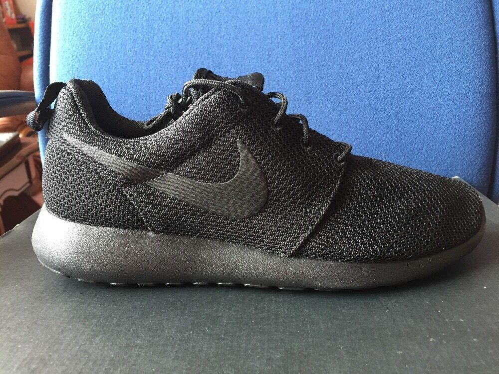 NIKE Roshe One Triple Black Out Men Sz 8.5 Rosherun Run Running Shoes 511881 -026 cc73c024e