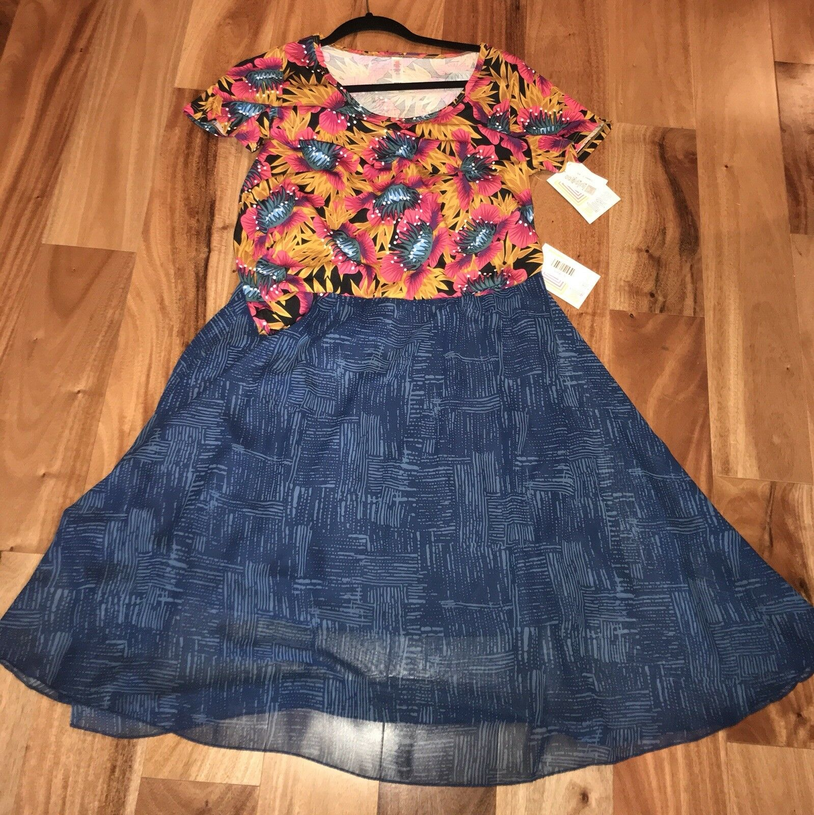 NWT LuLaRoe Lola Skirt SIZE SMALL bluee And XS Classic T BEAUTIFUL Floral Print