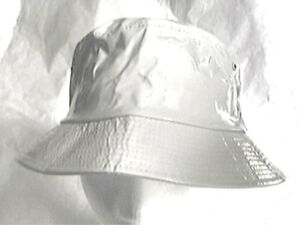 toller-Regenhut-weiss-ausgefallen-Damenhut-Kunstleder-Lack-rollbar