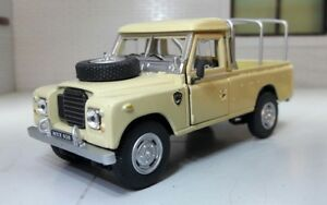 1-43-scale-model-land-rover-series-2a-3-109-lwb-utilitaire-camionnette-oxford-cararama