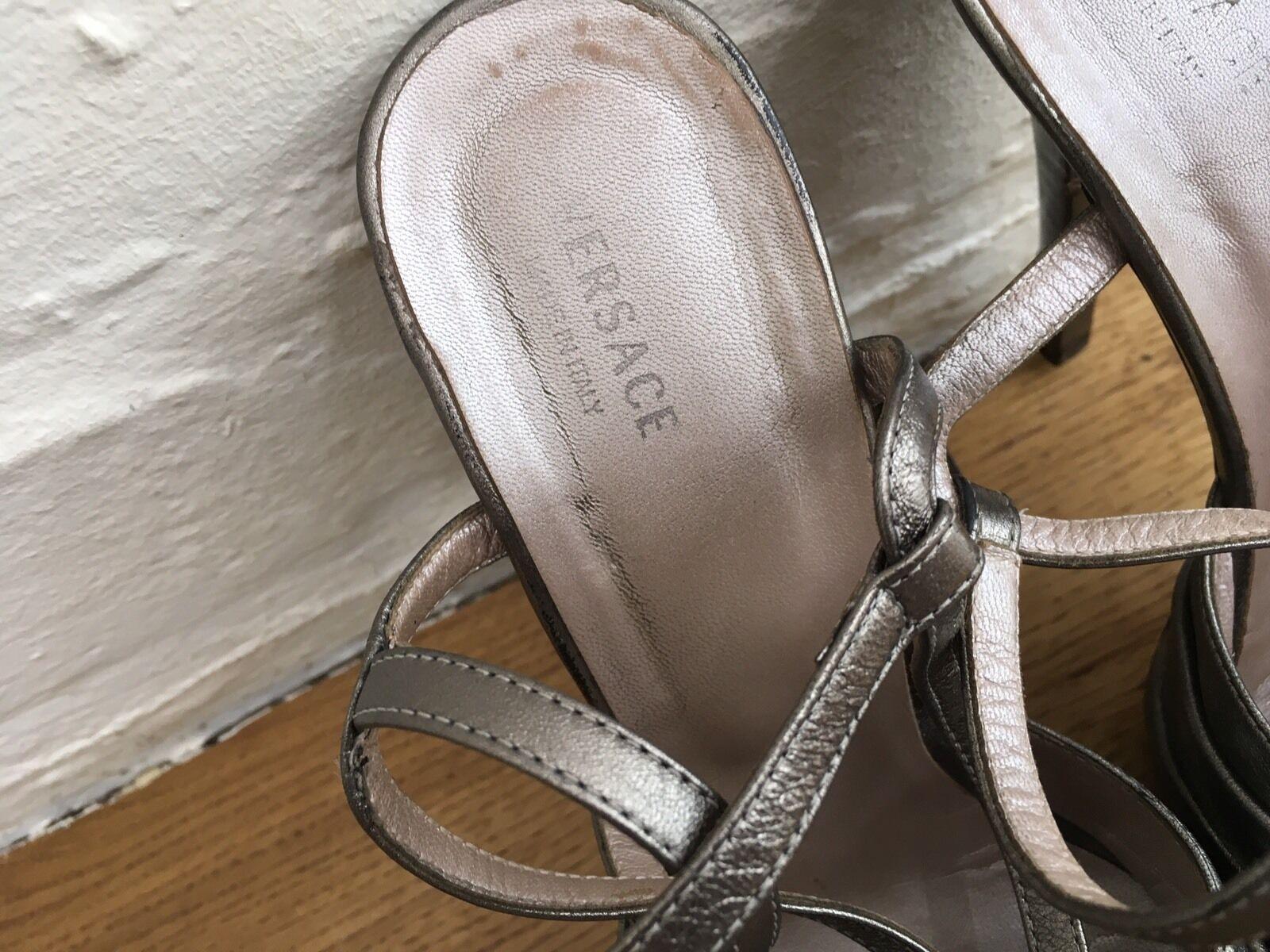 Versace Rose Metallic Leder Sandales with Rose Versace Detail in Gray Größe 36 UK 3 US 6 d9281c