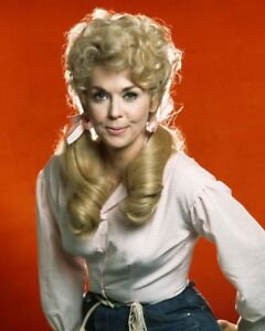 DONNA-DOUGLAS-IN-034-THE-BEVERLY-HILLBILLIES-034-CBS-TV-8X10-PUBLICITY-PHOTO-AZ548