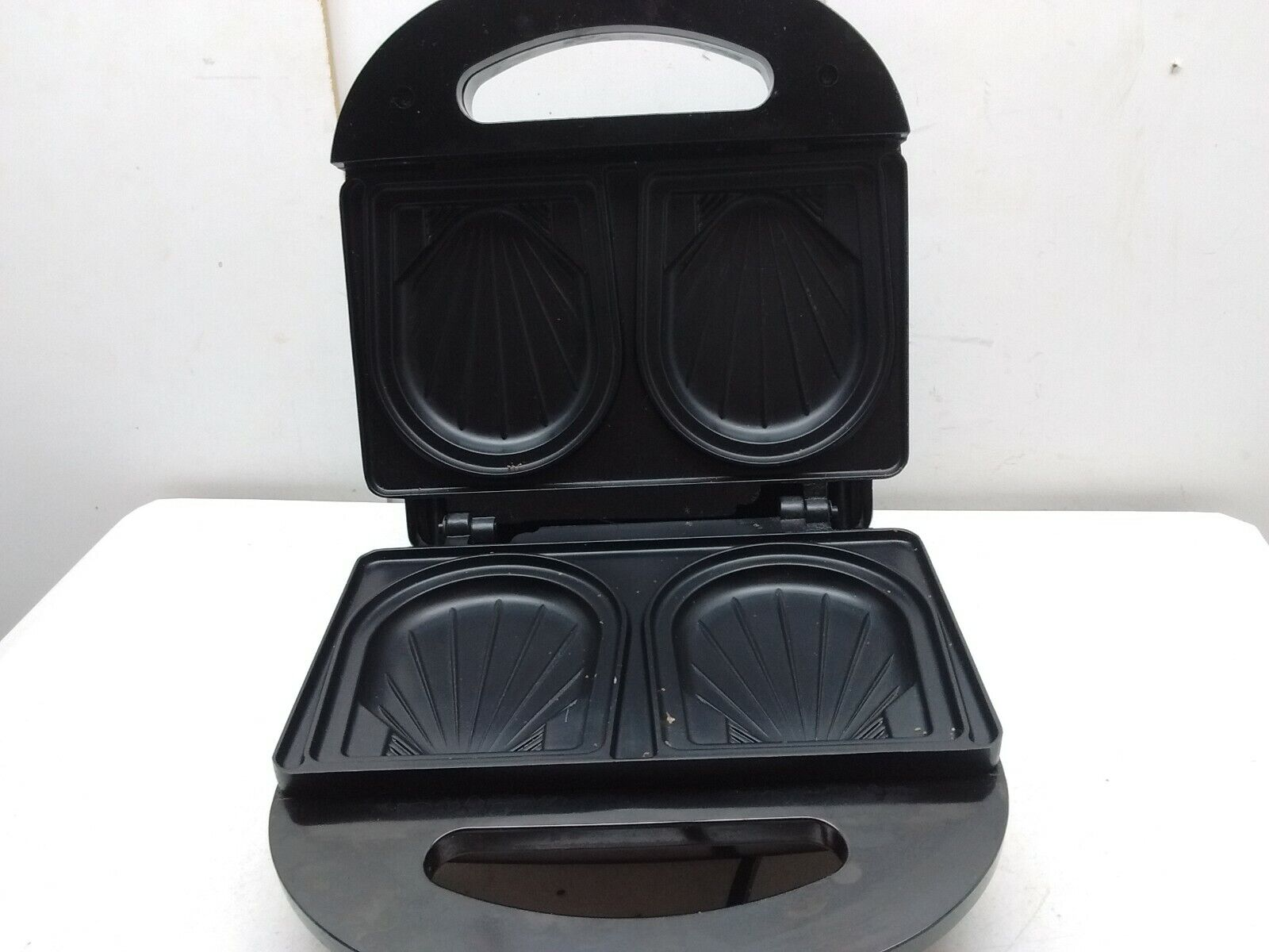 Villaware Croque Monsieur Shell shaped electric sandwhich Maker Press Grill