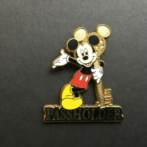 WDW-Annual-Passholder-Exclusive-2004-Mickey-Mouse-Disney-Pin-27753