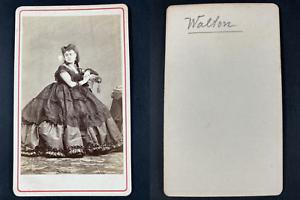 Minnie Walton, chanteuse Vintage cdv albumen print.Minnie Walton, chanteuse (1