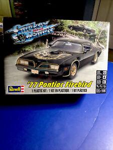 Revell '77 Smokey& The Bandit Pontiac Firebird T/A 1:25 #4027 Factory Sealed Kit