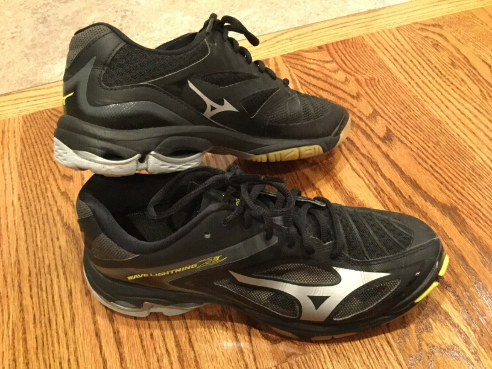 mizuno womens volleyball shoes size 8 xs brown