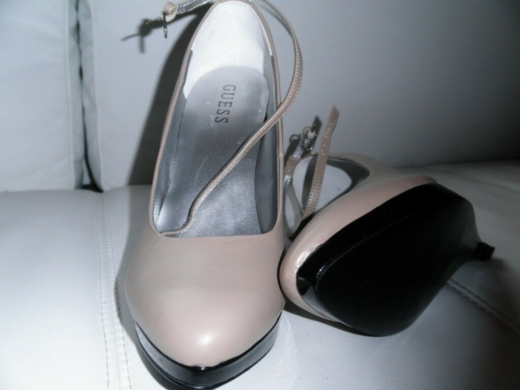 Two 8 toned GUESS wedges size 8 Two 1/2 3ff13b