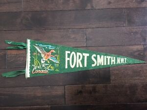 Vtg-Fort-Smith-North-West-Territories-Pennant-Felt-Banner-Canada-Souvenir-NWT