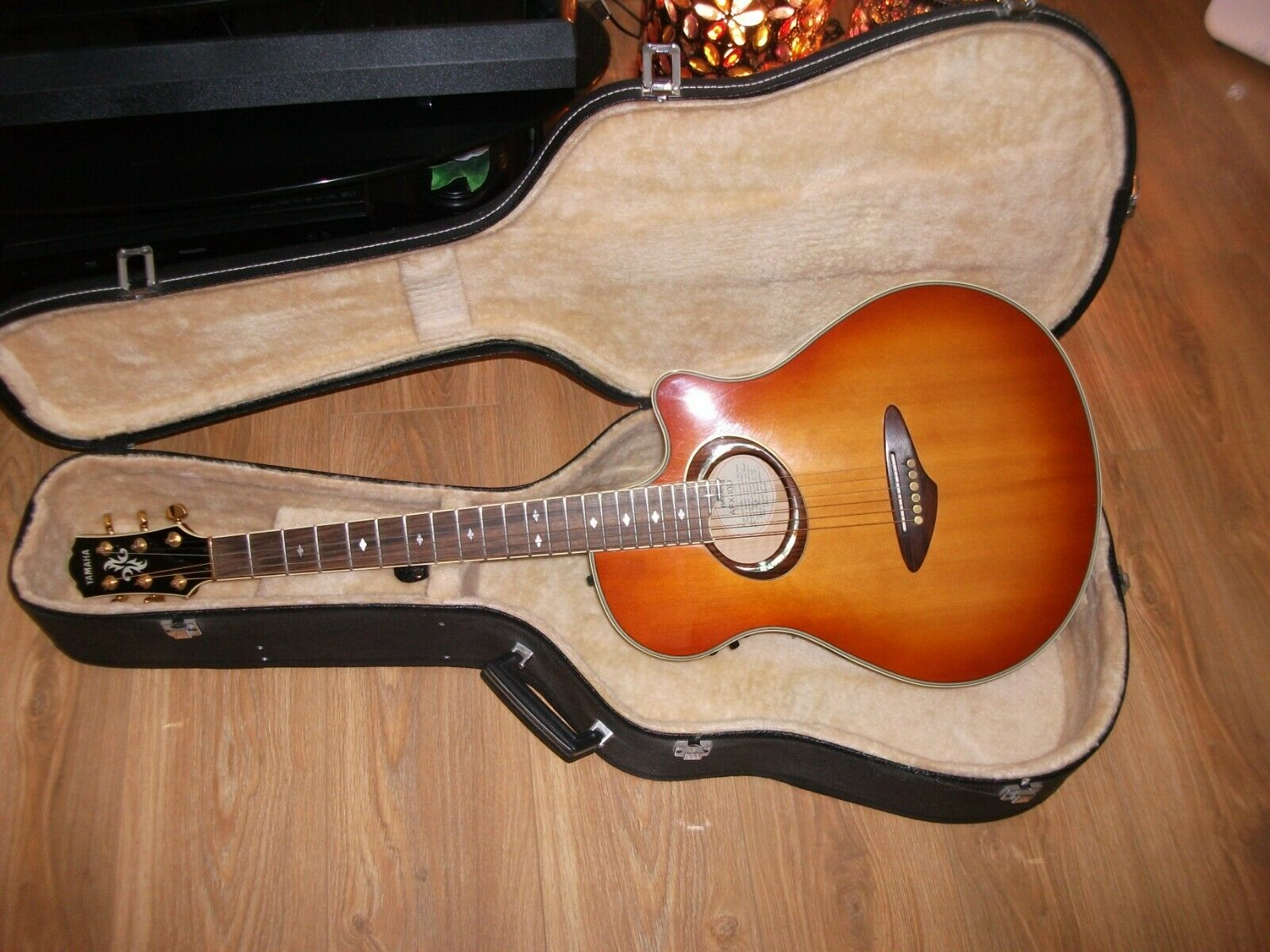 YAMAHA APX10D ELECTRO ACOUSTIC GUITAR STEREO. STUNNING CONDITION. L@@K
