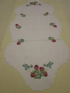 Tischdecken Handarbeiten  Erdbeeren Läufer 50x140cm.