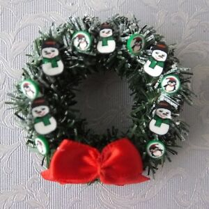 Dolls-house-miniatures-Christmas-wreath-decorated-with-snowmen