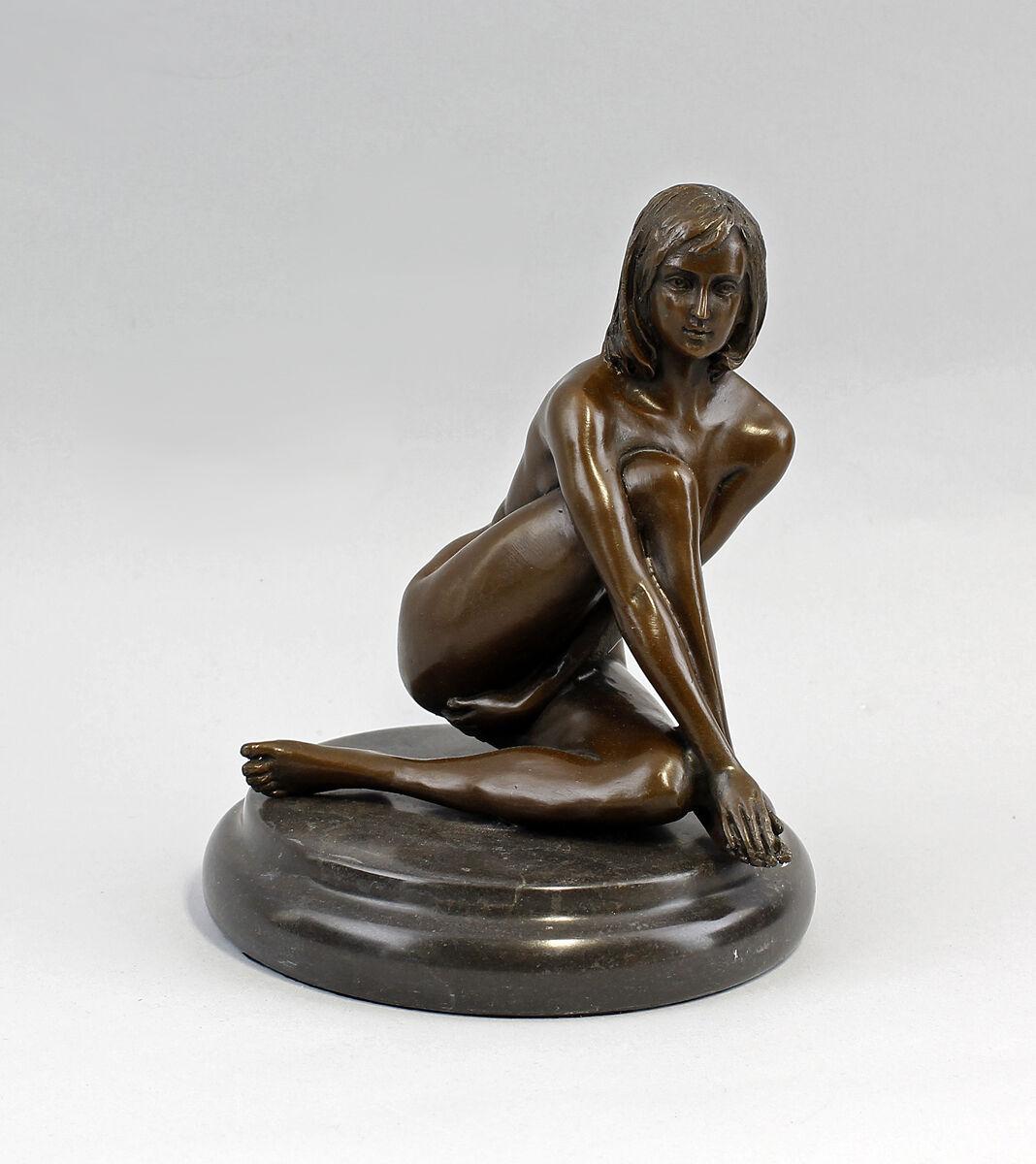 9937747 Bronze Skulptur weiblicher Akt sitzend sign.Claude Erotik 18x14cm