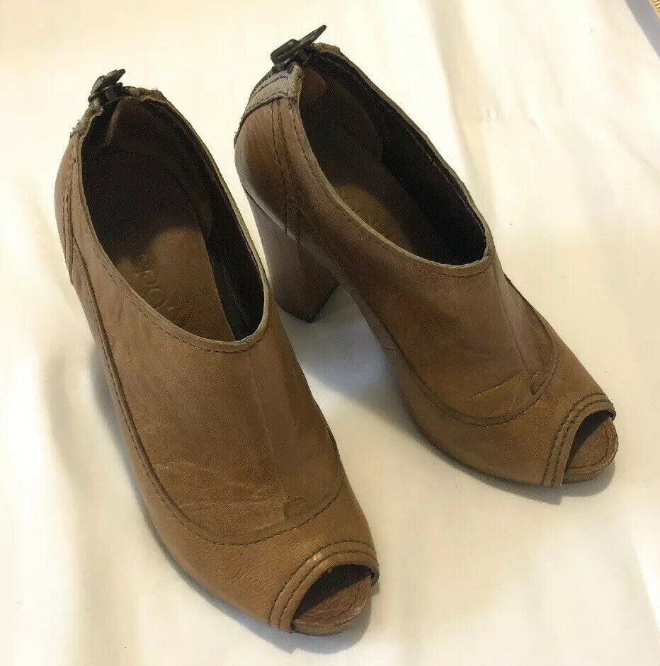 Apepazza Pavia Womens Perotoe Bootie 7.5 M Shoes Camel Brown Some Scratches