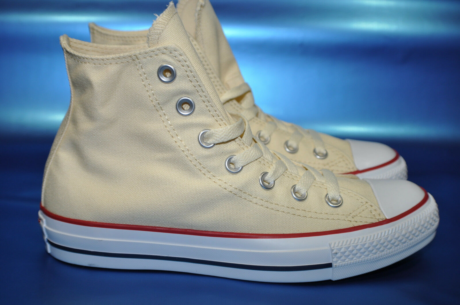 NWOB Women's Converse Chuck Taylor All Star HIGH M9162 Sneakers Size us 8 -B