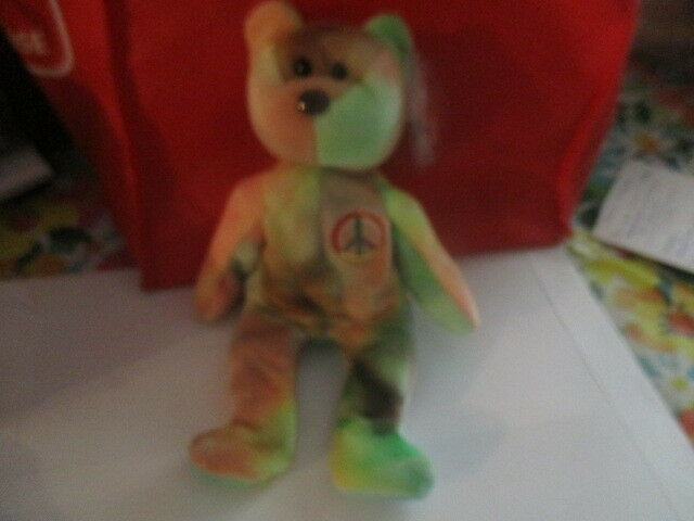 RARE MINT TY INC. 1996 OFFSET PRINT PEACE BEAR WITH 11 2 TUSH TAG  S RED STAR