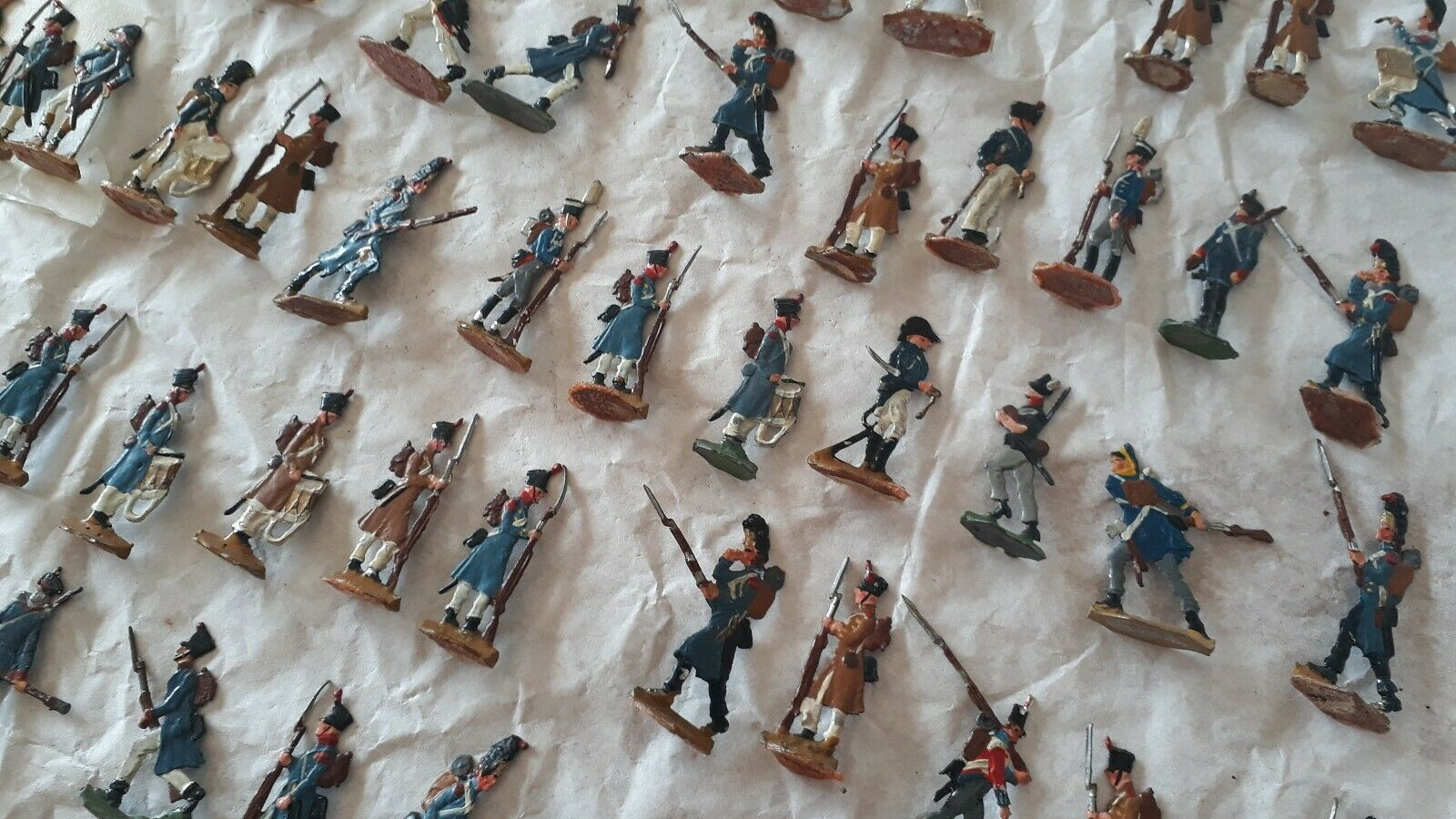TIN FLATS VINTAGE TOY SOLDIERS, SOLDIERS, SOLDIERS, BATTLE OF WATERLOO, OVER 340 FIGURES AND HORSES 563