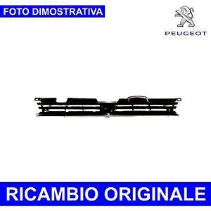 Griglia-centrale-paraurti-anteriore-peugeot-405-ricambio-originale-nuovo