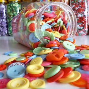Buttons-by-WEIGHT-in-glorious-colours