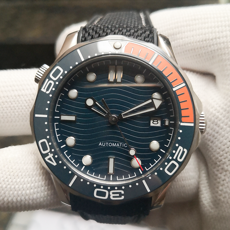 Prego bangio Album di laurea  Mens GUESS Waterpro Diver 100m/330ft G85487G Optic Red Dial 3 Black  Subdials for sale online | eBay