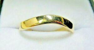 Vintage-9-Carat-Gold-039-Wavy-039-Band-Ring-Size-N