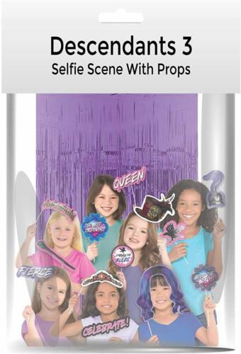 DESCENDANTS 3 Selfie Scene Deluxe 20x Photo Props 1x Foil Backdrop
