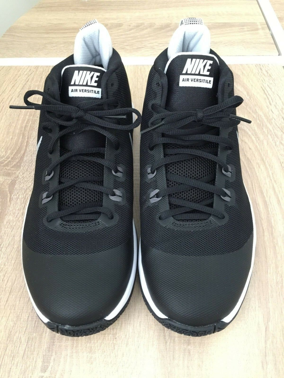 Nike Air Versitile Sneakers Black Metallic Silver color Size 11.5