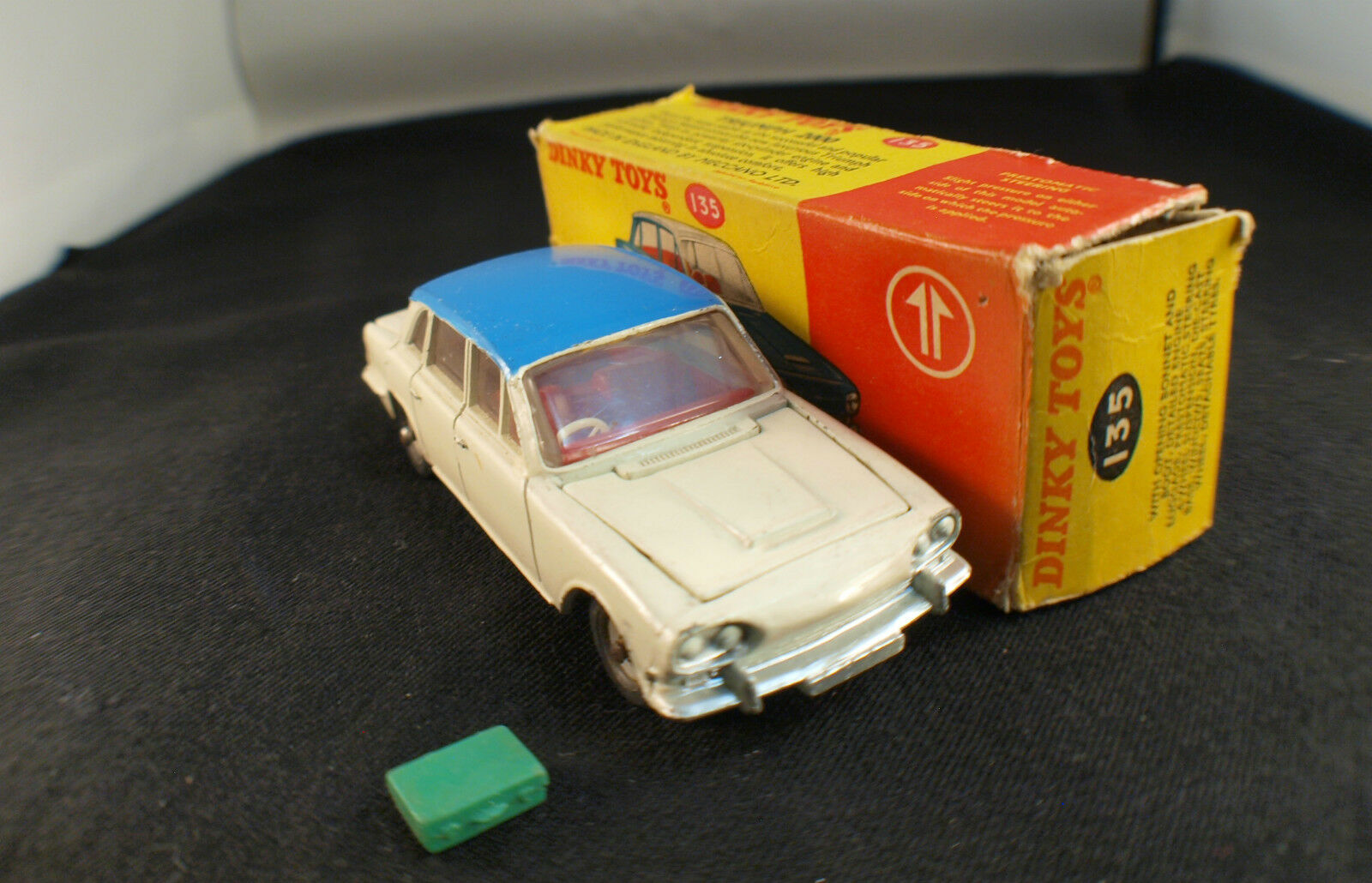 Dinky toys gb  triumph no. 135 2000 in box  juste pour toi