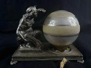Superbe-veilleuse-art-deco-en-bronze-nickele-et-son-globe-en-verre