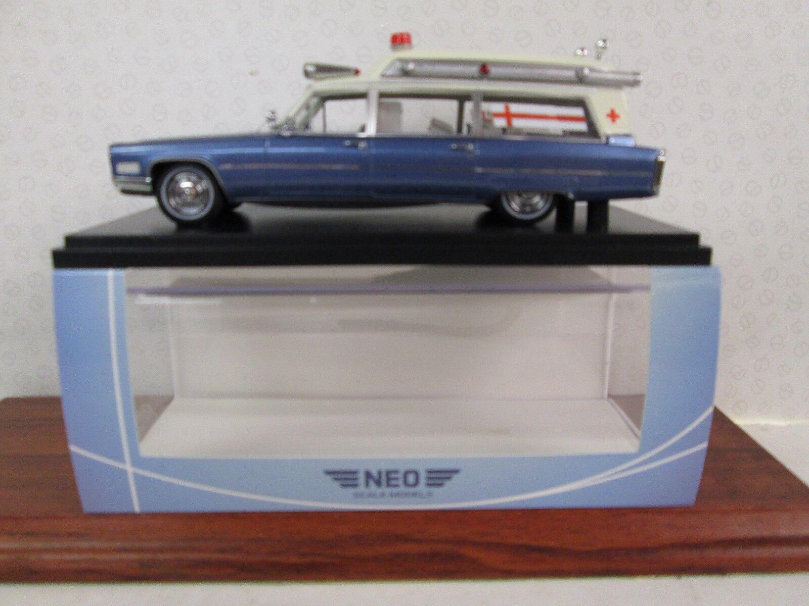 NEO. Cadillac S&S High Top  Ambulance. Weiß Metallic Blau 1 43 Scale. NEO49545