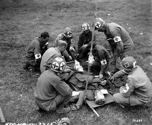 WW2-Photo-WWII-US-Medics-with-Wounded-Soldier-in-Normandy-D-Day-World-War-1215