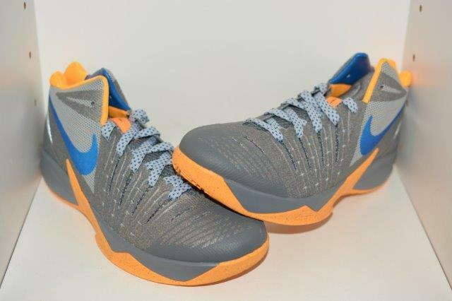 NIKE ZOOM I GET BUCKETS MENS BASKETBALL SHOES -  MENS SIZE 9