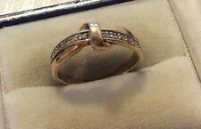 Señoras hermosas caracteriza sólido 9ct oro (.10 Diamantes Anillo De Cinta De Diamante)