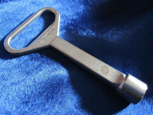 2 pcs 8 mm Dreikantschlüssel Poubelle Conteneur Clé BW innendreikant